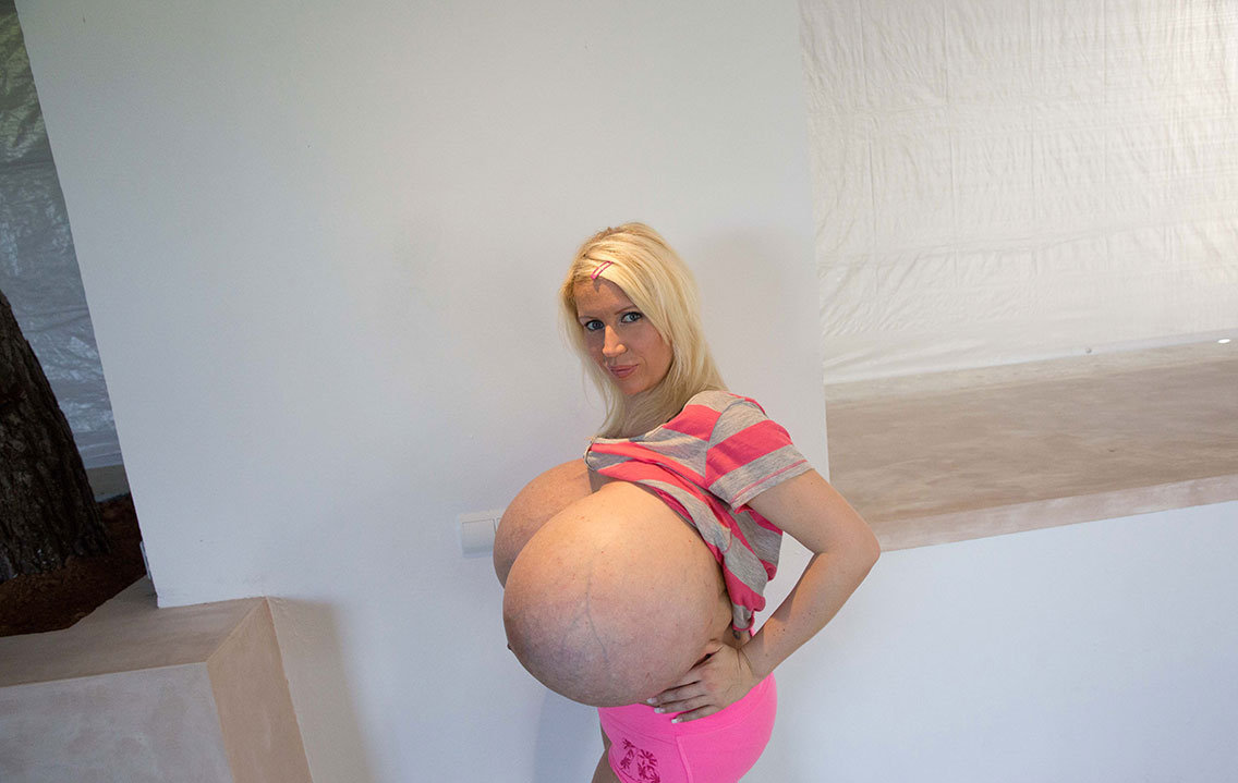 beshine boobs